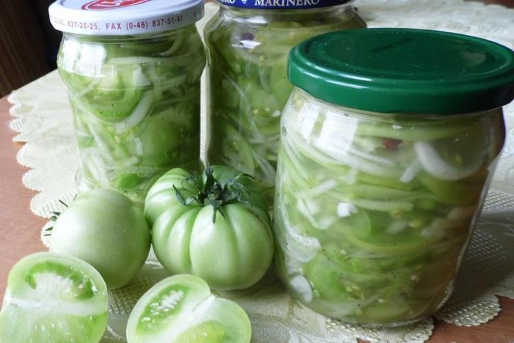 Самый простой салат из зеленых помидор